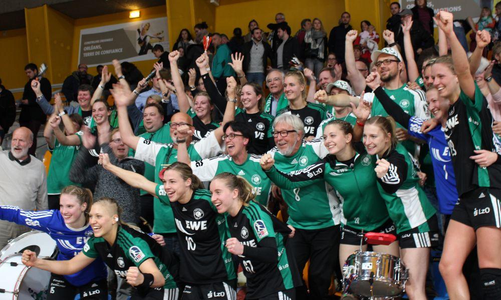 Les joueuses d'Oldenburg célèbrent leur qualification en EHFCUP avec leur supporters