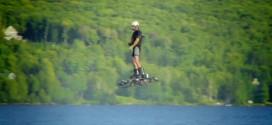 Il invente un « hoverboard » et explose le record du monde du plus long vol